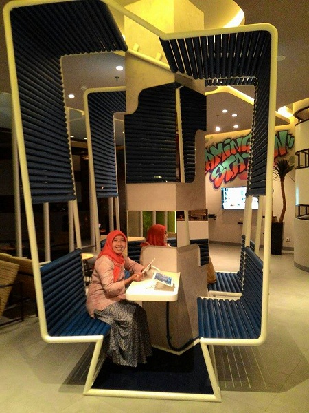 Mainan gadget di Yello Hotel