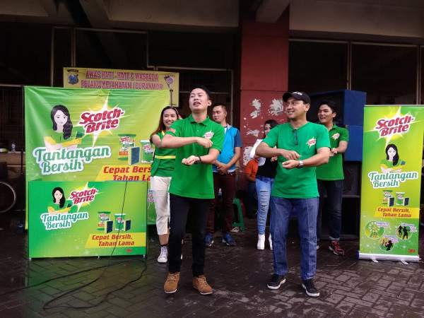 Tim Tantangan Bersih Senam Jingle Scotch-Brite