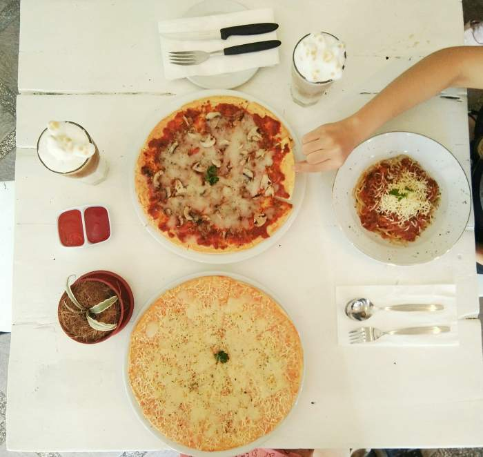 Pizza a la The Localist Cafe & Bistro Surabaya